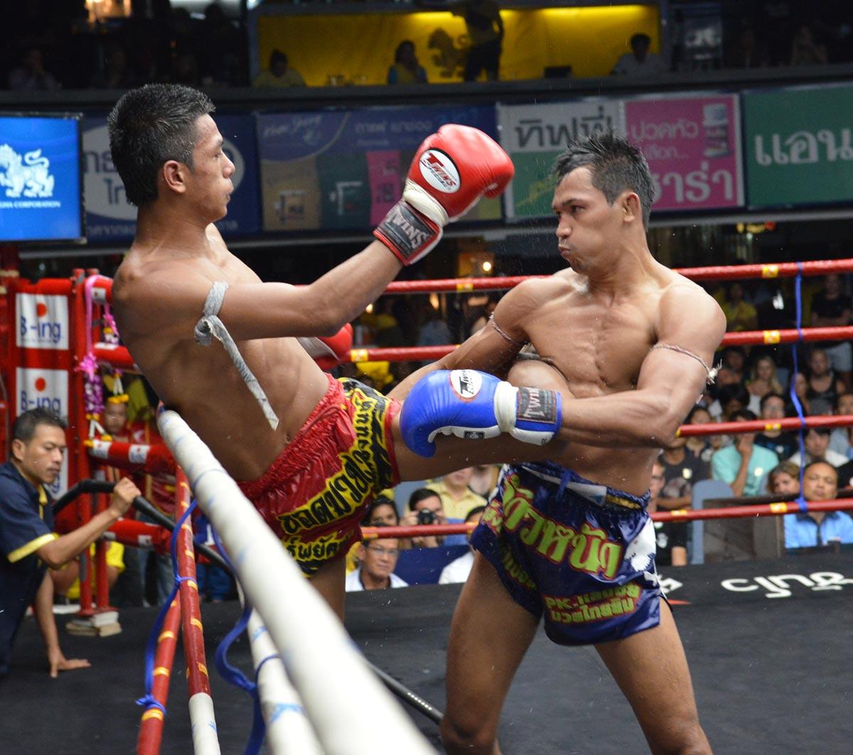 10 Fight 10 สด: ภาพบรรยากาศ การแข่งขัน ศึกมหาชนวันทรงชัย แขก พีเคแสนชัยมวย
